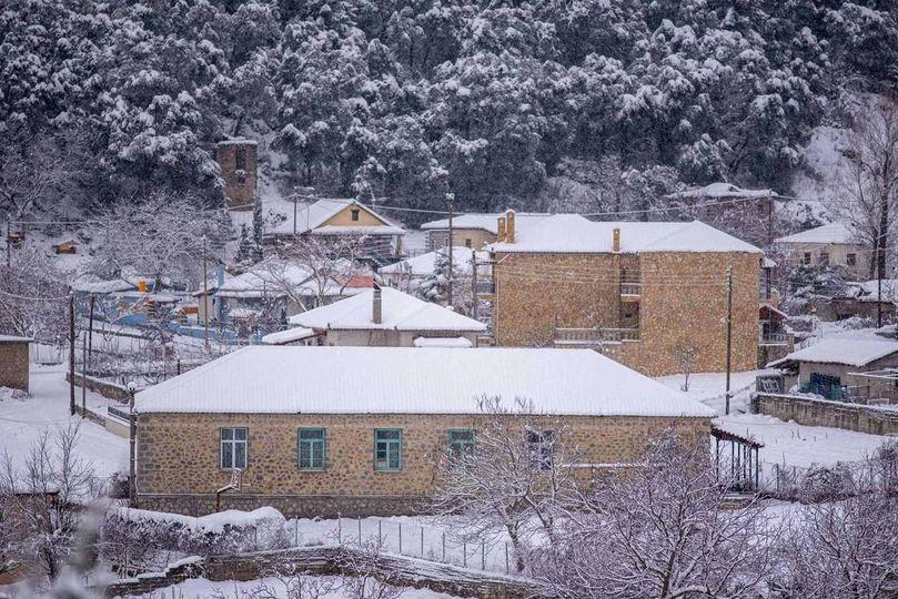 Σχολείο του δήμου Σικυωνίων χιονισμένο